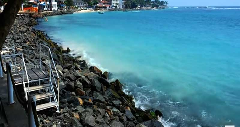 UNAWATUNA-BEACH-in-GALLE