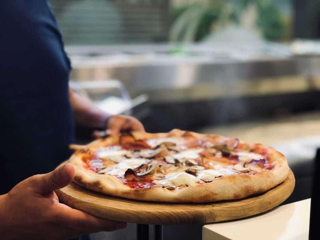 Neapolitan-Pizza,-Italy