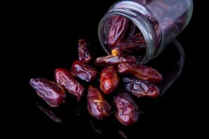 Dates-fruits-eating-benefits