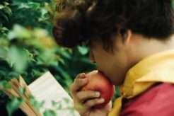Eating-Apple-health-benefits