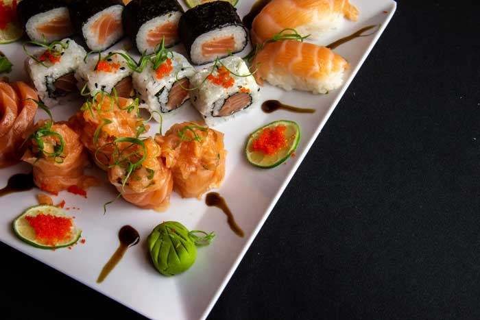 White-Ceramic-Plate-Filled-With-Sushi